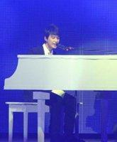 严爵现场钢琴演奏