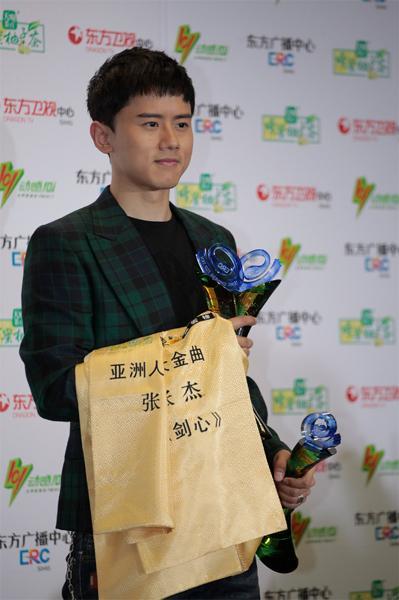 东方风云榜张杰周笔畅获最佳歌手 TFboys夺两奖