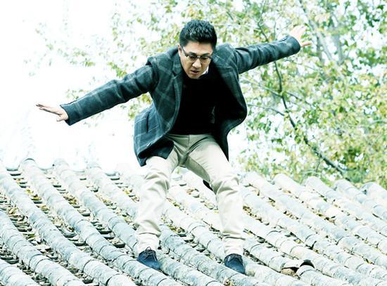 《嘿,孩子!》北京热拍 韩青上房揭瓦尽显敬业