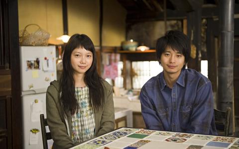 黄色色情做爱图片电影_求一部日本电影,封面是黄色的,女主角穿着黑色的皮衣皮靴
