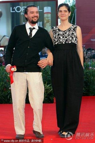 组图:威尼斯闭幕红毯 卡德纳斯携女导演亮相