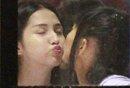 """蓝燕、白灵""""约会""""当众玩亲亲 疑似同性恋曝光"""