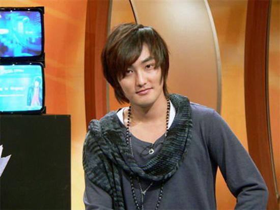 安七炫为搏收视被砸沙包 情绪激动与剧组生冲突