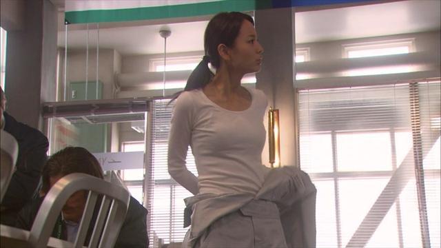 堀北真希新剧胸部罩杯升级 变化大被疑隆胸