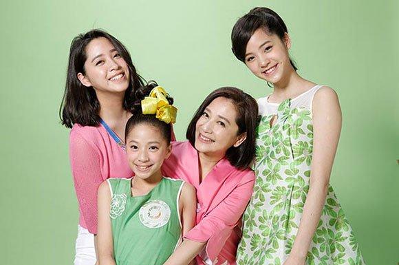 妈妈傅娟和三个姐妹花