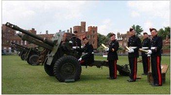 威廉王子今日大婚 白金汉宫发21响礼炮庆祝