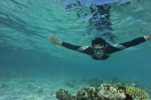 """涂松岩潜水不怕""""玩命"""" 遇险经历不减热情"""