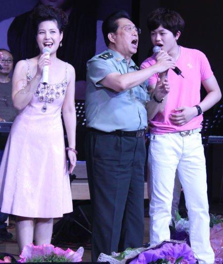 梦鸽、李双江及儿子