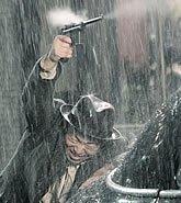 黄渤雨夜拼枪战
