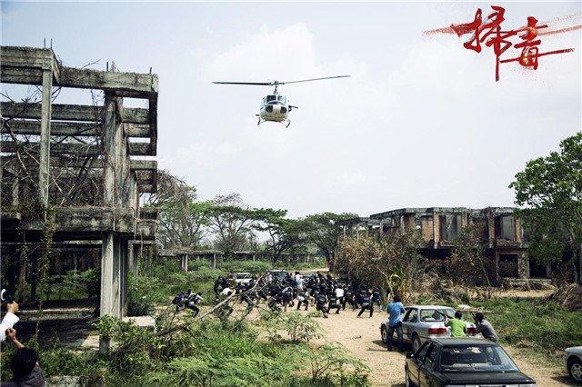 雇佣军直升机出现在战场