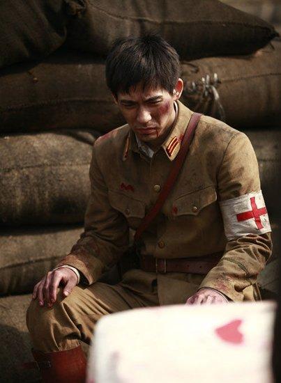 周渝民《彼岸1945》出演军医 为戏裸身出镜