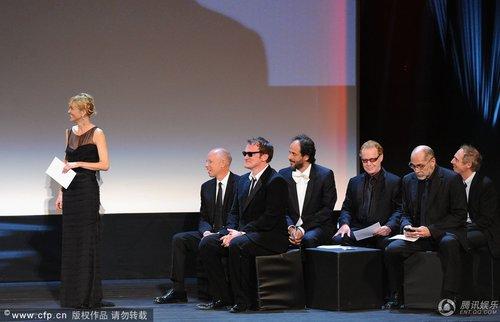 组图:威尼斯电影节闭幕 茵格保加优雅登台