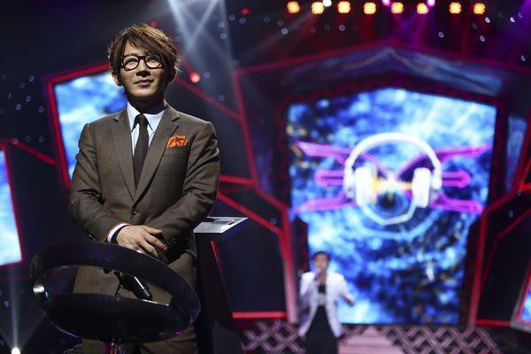 《歌手是谁》大咖玩假唱 曹格夸刘谦观察力强