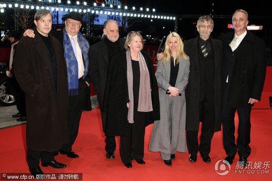 电影《都灵之马》首映 女星艾丽卡伯克中性干练