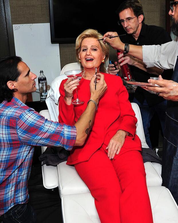 支持女总统候选人 Katy Perry万圣节扮成希拉里