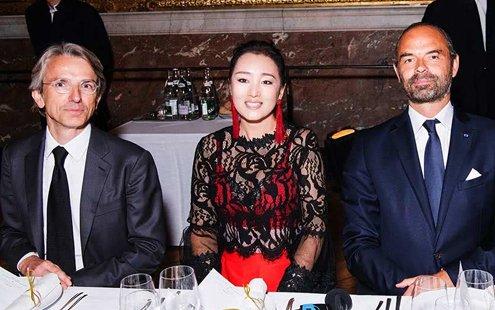 中法文化传播大使巩俐与法总理出席盛大晚宴