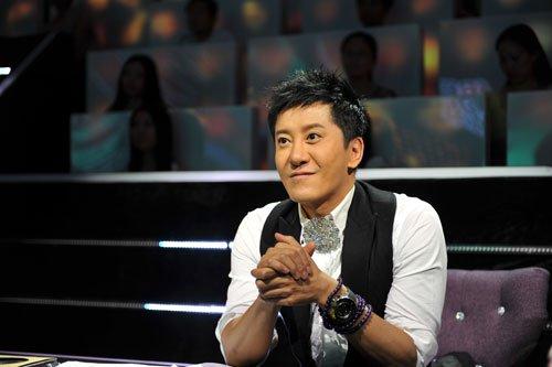 毛宁瘦身成功录《歌声传奇》 一场节目三次换