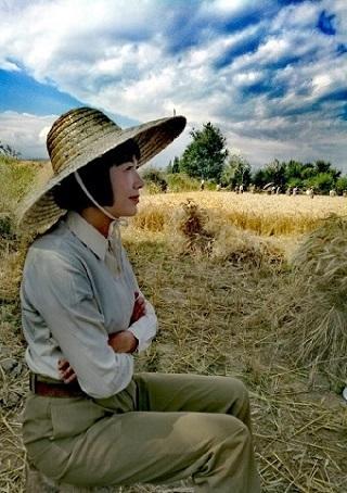 """《花儿与远方》拍摄中 蒋雯丽变身""""麦田里的守望者"""""""