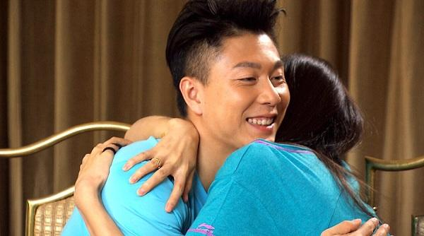 《极速前进》李小鹏印度夺冠 拥吻妻子高调炫爱