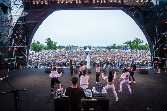 万妮达登西安草莓音乐节 万人合唱《Queendom》
