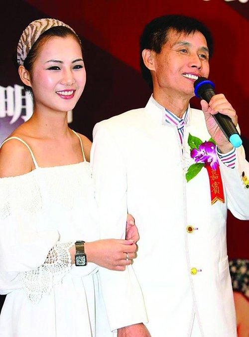 邓建国回应与黄梓琪离婚 债务缠绕话题不断