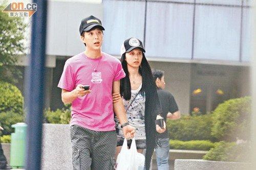 7大叔论坛新人图区爱4-,温馨甜蜜   腾讯娱乐讯 2011年9月7日 香港   陈志云   成功脱罪,身为