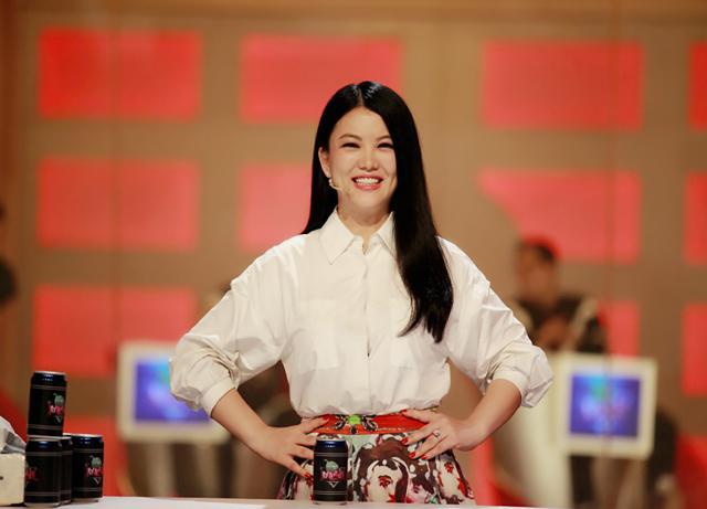 李湘在深圳卫视主持节目