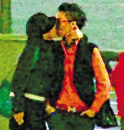 Sire Ma (馬賽) has been photographed kissing Wang Ziqi (汪子琦)