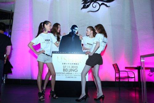 亚瑟小子强袭北京夜店 歌迷为免费门票博出位