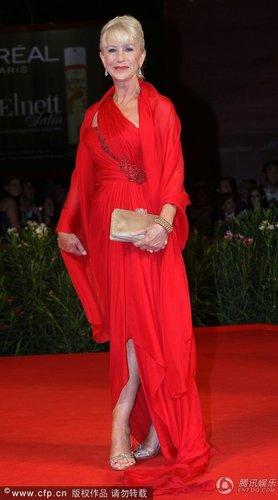 组图:威尼斯闭幕红毯 海伦·米伦艳光四射
