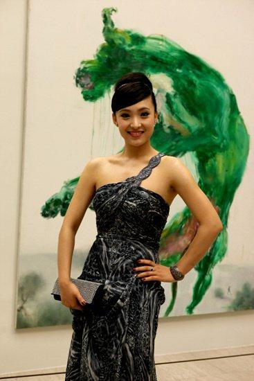 白静出席上海电影节 高贵典雅大展风姿(图)