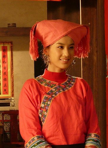 """黄圣依演绎现代""""刘三姐"""" 少数民族造型惹眼"""
