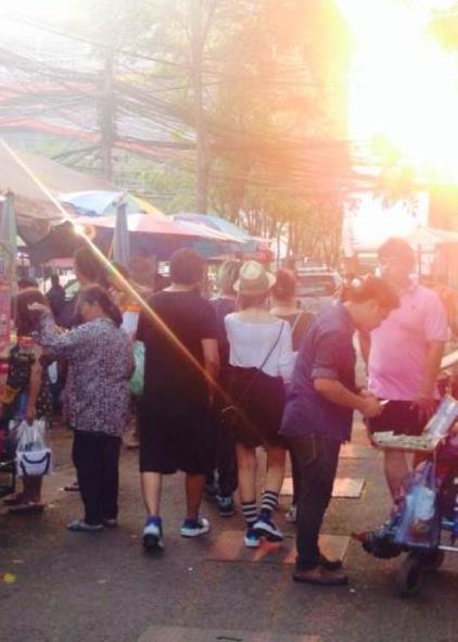 全球度蜜月!周杰伦带昆凌泰国逛菜市场被拍