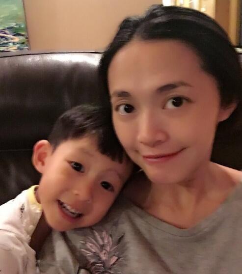 """37岁姚晨顺产得女 一儿一女凑足""""好""""字"""