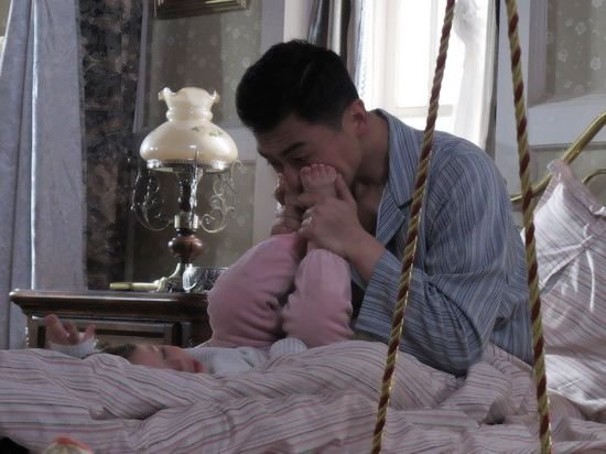 《飞鹰》讲述铁汉柔情 朱亚文首演英雄父亲