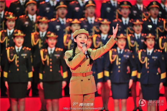 王芳《英雄赞歌》演绎经典瞬间 成春晚民歌独苗