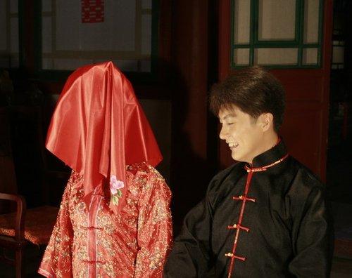 """迟帅《扇娘》中成""""悲催帝"""" 娶错新娘不敢抗争"""