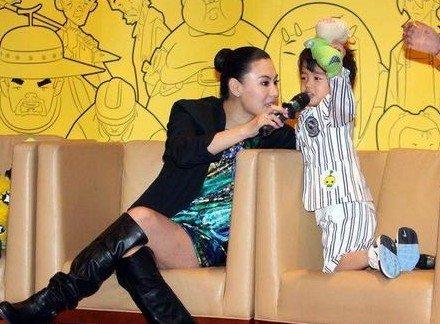 张柏芝产后复出晒母子情 Lucas:不许说我妈胖