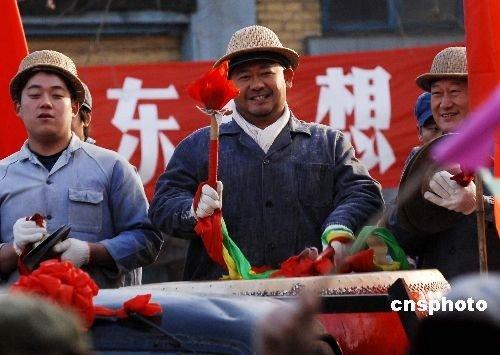 """姜武驾重型机车拍微电影 出场耍酷连呼""""过瘾"""""""