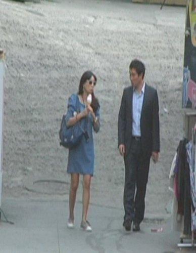 张东健爱妻高小英身材纤细 身怀六甲腰身未变
