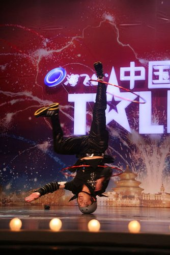 《中国达人秀》第二场怪咖多 众评委瞠目结舌