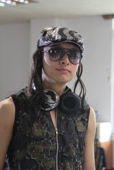 贾乃亮为《便衣警官》颠覆形象 假发纹身齐上阵