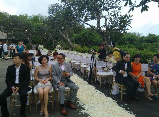 直击杨幂刘恺威大婚 双方父母已就座