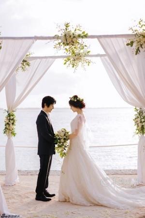 刘芸郑钧补办婚礼 男方:这吉他离不开她这拨片