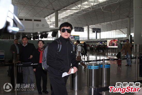 香港大亨邵逸夫病逝 成龙返港现身机场