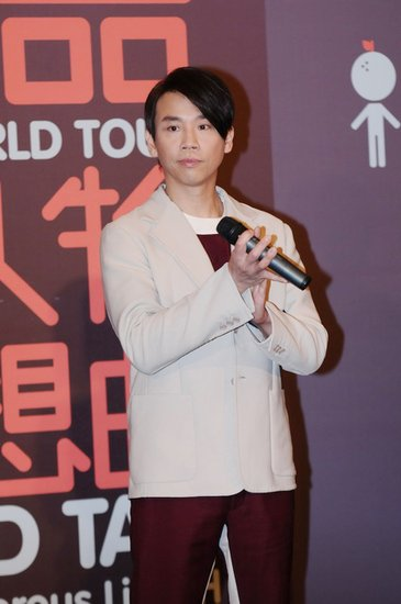 陶喆亮相上海宣传个唱 王力宏歌迷登台显尴尬