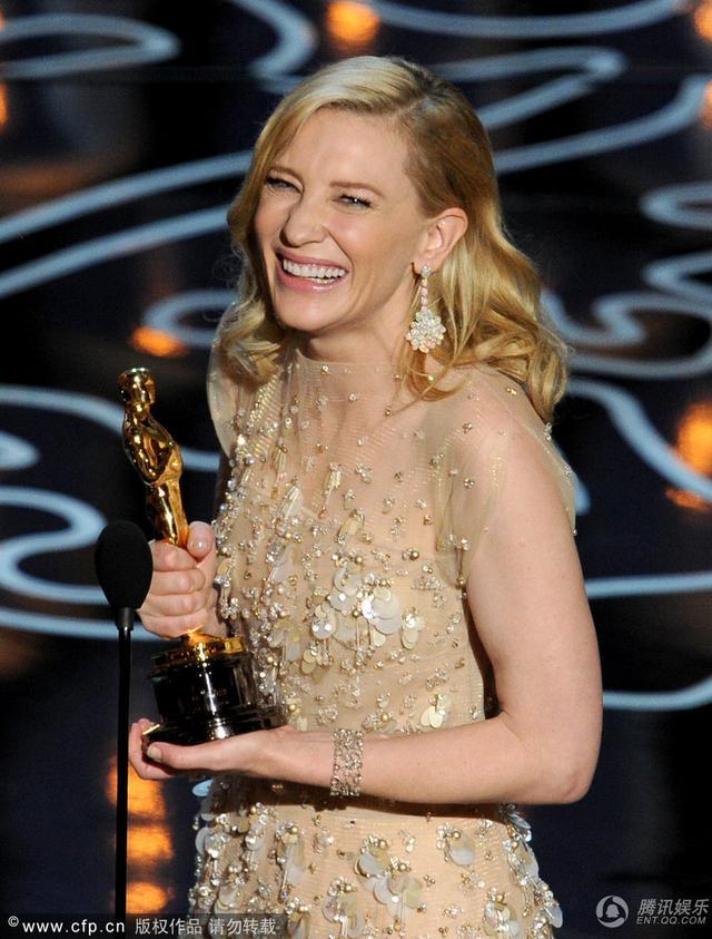 《蓝色茉莉》凯特·布兰切特获最佳女主角奖