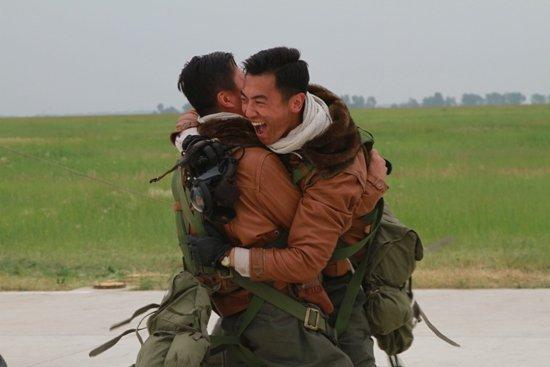 《飞鹰》挑落《裸婚》 朱亚文奢靡军官惹质疑