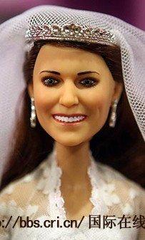威廉和凯特王妃玩偶公开发售 昂贵价格令人怯步