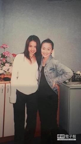 台湾女星晒与蔡依林旧照 Jolin青涩仍有婴儿肥
